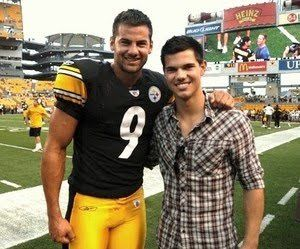 taylor lautner seeing a baseball game 1