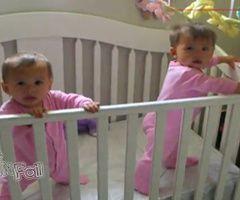 bebes-jumeaux-eternuent-en-meme-temps-copie-1.jpg