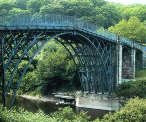 Iron-bridge---Coalbrookdale---1781-Th-Prtitchard-et-A-Darby.jpg