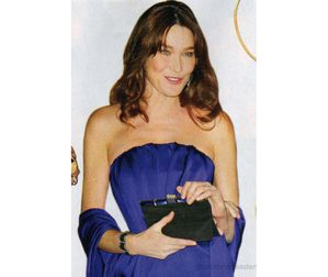 Carla-Bruni-dans-Closer-Magazine.jpg