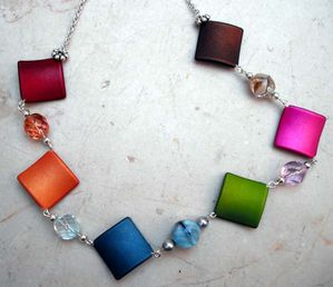 COLLIER-CARRES-MULTICOLORES.jpg