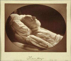 Hugo-_Victor_-1802-1885-_-_par_Felix_Nadar_-1820-1910-.jpg