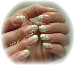 Ongles blanc et or for Comimage manucure d ongle