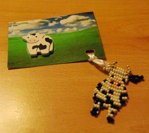 4-une-vache-est-dans-le-pre-et-l-autre.jpg