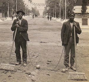Chain_Gang_Street_Sweepers-_1909.jpg