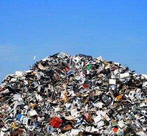 tas-de-d-chets-m-talliques-sur-un-site-de-recyclage.jpg