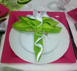 décoration de table vert anis fushia blanc - Le blog de hakimtraiteur