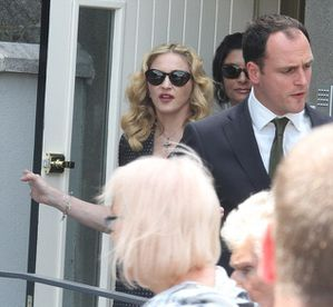 20130723-news-madonna-david-collins-funeral-monkst-copie-9.jpg