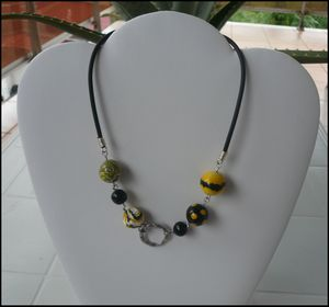 collier bee