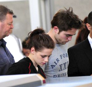 Robert Pattinson + Kristen Stewart leaving LA 1