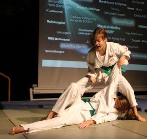 NachtTalente-01-11-Jujutsu-Cosima-Guttler-Patrizia-Seitz-5.jpg