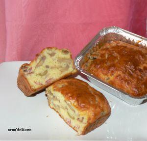 Cake basique au jambon cru, olives, champignons