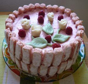 Charlotte toute rose, aux framboises et biscuits roses de R