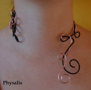 collier noir et rose