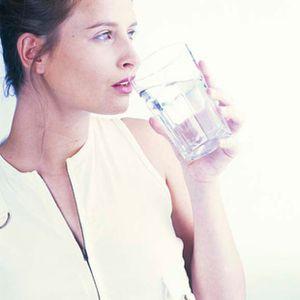 Boire un verre d'eau 01