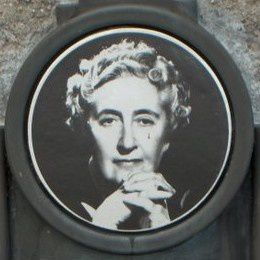 Agatha_Christie_plaque_-Torre_Abbey_portret.jpg