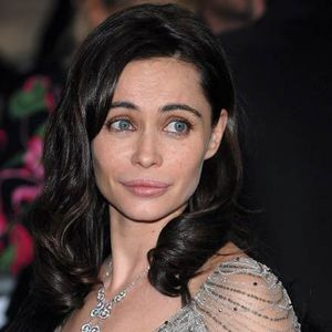 Emmanuelle-Beart_closer_star_large-copie-1.jpg