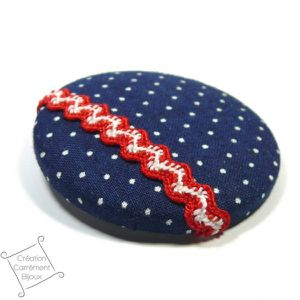 badge-textile-pois-marine-rouge
