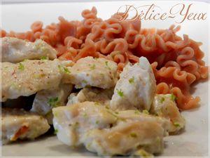 Blancs de poulet au yaourt, citron vert et piment d'espelette & pâtes romarin & baies roses