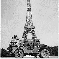 american_soldiers_eiffel_tower.png