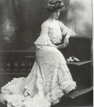 belle-epoque-L-actrice-Carol-McComas-en-robe-du-soir---1905.jpg