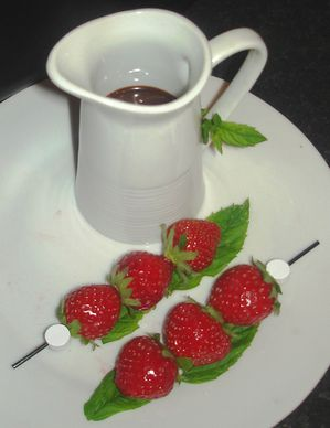 Brochettes-de-fraises-Mara-au-Nutella-07.JPG