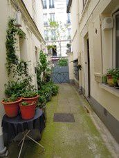 Bed-and-Breakfast-Paris-Outside.jpg