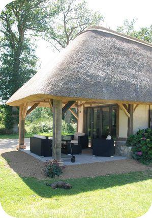 chaumiere salon de jardin couvert