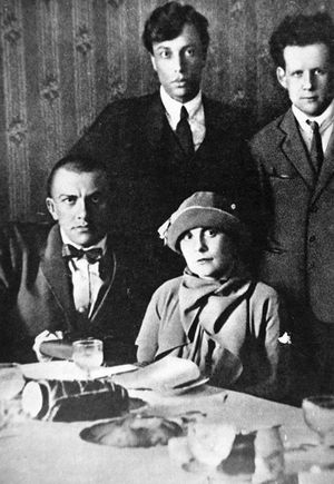 Boris-Pasternak--Sergei-Eisenstein--Vladimir-Mayakovsky-y-L.jpg