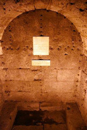 293b-Ch-teau-St-Ange--salle-des-urnes.jpg