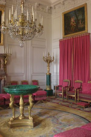 Versailles-Grand-Trianon-salon-rouge.jpg