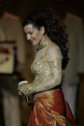 http://img.over-blog.com/300x450/1/50/59/42/chanteurs/chanteur-2/Photos-de-Nabiha-Karaouli.jpg