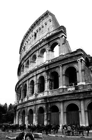 Antiquite--Roma-Colosseo.jpg