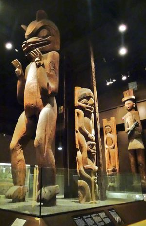 Chicago-Field-Museum-totems-2.jpg