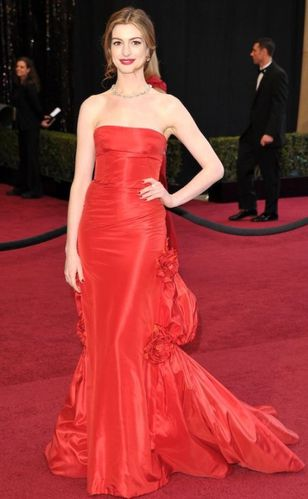 5-anne-hathaway-2011-oscars-dress