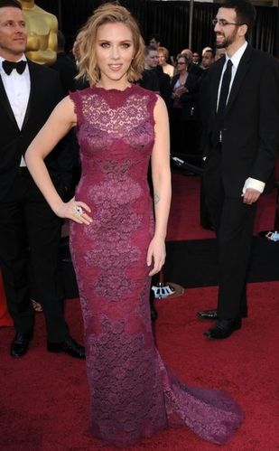 11-scarlett-johansson-2011-oscars-dress