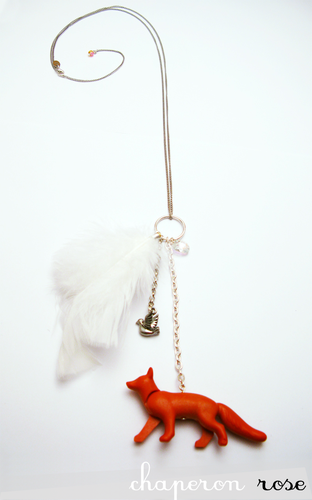 bijou-jouet-collier-renard-oiseau-plume.png