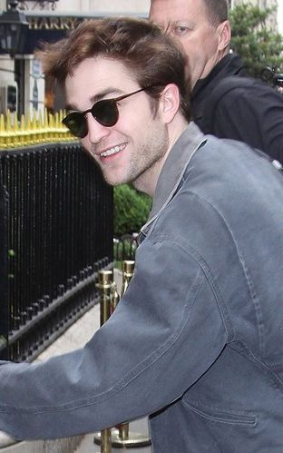 robertpattinson-paris4.jpg