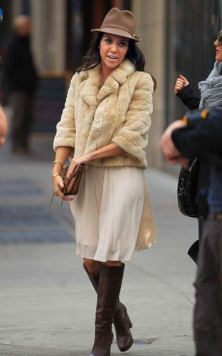 kourtney-kardashian-adrienne-bailon-new-york-city-coffee-da
