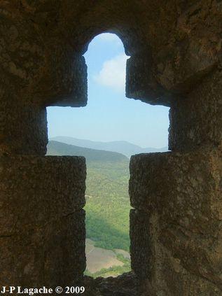 Chateau de Termes fenêtre cruciforme 24