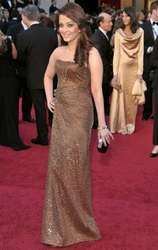 10-aishwarya-rai-2011-oscars-dress