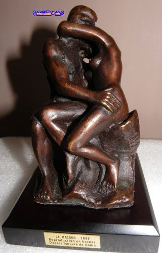 LE-BAISER-REPRODUCTION-EN-BRONZE-de-RODIN-2.JPG