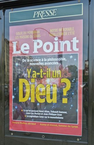 Dieu affiche Le Point kiosque