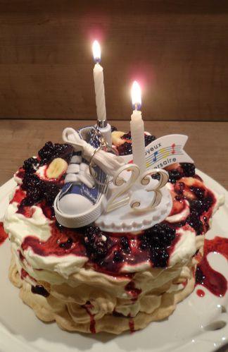 Gâteau meringue mûres-bananes