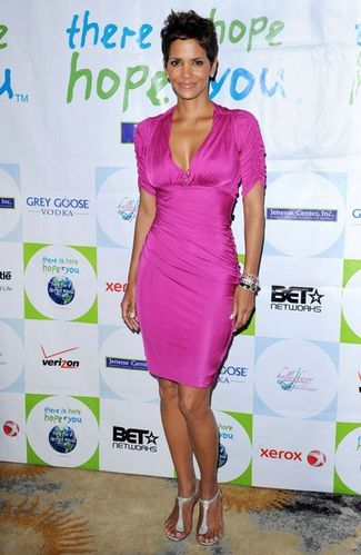Halle+Berry+2011+Silver+Rose+Awards+Gala+cUREk4 3Aeil