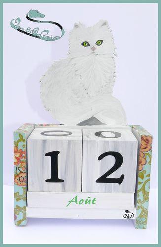 chat-persan-chinchilla-peint-sur-calendrier-perpetuel.jpg