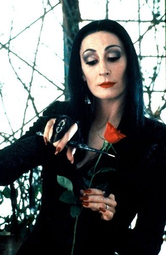 anjelica-huston-morticia-1-.jpg