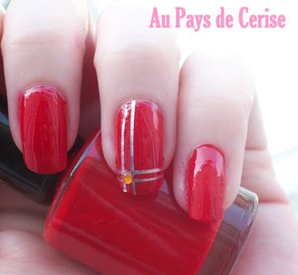 vernis-rouge-striping-tape.jpg
