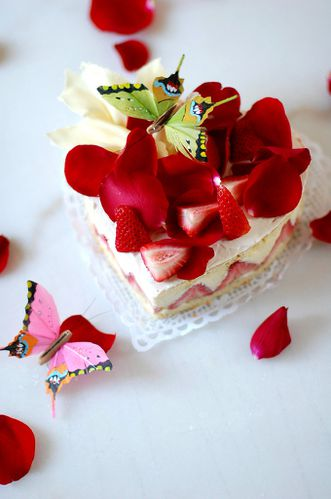 Hello Japan - Valentine's Day Cake