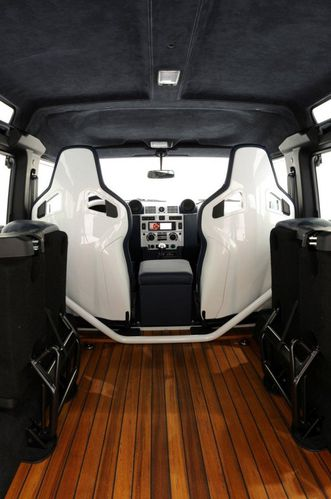 Land rover defender yachting edition land rover club de for Interieur defender 90